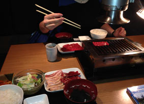 Japanese_food_Yakiniku_grilling_at_table